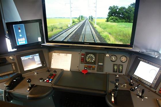 Simulátor Leo Expressu je vmontován do skutečné kabiny. Umožňuje ekonomicky