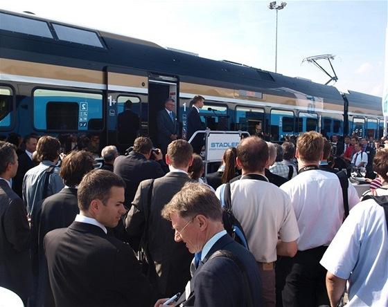 Černá puma Leo Expressu v obležení odborné veřejnosti a špiček evropské