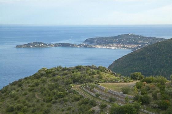 Saint-Jean-Cap-Ferrat le�� na francouzsk�m poloostrov�, kter� om�v� St�edozemn�