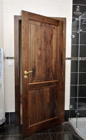 dveře ořech
