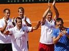 FINÁLOVÁ PARTA. Čeští tenisté zdraví fanoušky, zleva Lukáš Rosol, Radek...