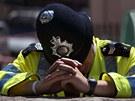 Vy�erp�n� a �ok. Britsk� policista po lond�nsk�ch �toc�ch v �ervenci 2005