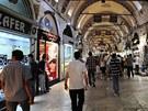 Velký bazar je propletencem křivolakých uliček, zákoutí a podloubí.