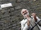 Ceduli v nov� uli�ce J�ry Cimrmana slavnostn� odhalil a pat�i�n� okomentoval...