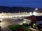 Nasvícené historické náměstí v Novém Městě nad Metují.