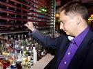 Roman Uhl�� zav�r� bar Cloud 9 v pra�sk�m hotelu Hilton kv�li vyhl�en� z�kazu