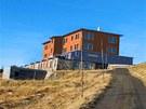 Vizualizace nové horské chaty, kterou by firma Snowy Chalet chtěla postavit na