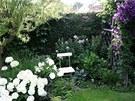 Romantick� z�kout� v horn� ��sti zahrady