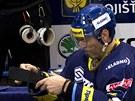 UPRAVIT N�DOBI�KO. Jarom�r J�gr je na svoje hokejky hodn� citliv�.