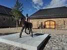 Socha� Michal Gabriel je autorem bronzov� sochy jezdce na koni.