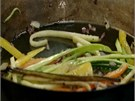 Zeleninu stačí osmahnout a ochutit třeba solí a pepřem.