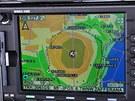Obrazovka GPS ukazuje, že jsme přesně nad vrcholkem Etny.