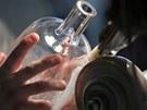 Skláři v Nižboru vyrobili sedmnáct raritních lahví pro pivovar Pilsner Urquell