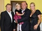 Franti�ek Jane�ek s rodinou a Karlem Gottem