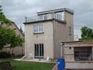 Vzhled domu po dokončení střechy a po výměně oken