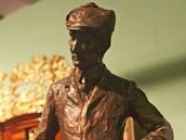 Bronzová soška zobrazuje Friedricha hraběte Stolberga.