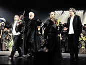 Jiří Nekvasil (první zprava) po úspěšné premiéře opery Cardillac v roce 2011.