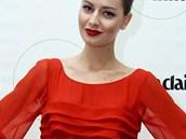 Tyto rudé šaty vynesly v charitativní dražbě 30 000 korun ve prospěch IKEMu.