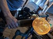 Skláři v Nižboru vyrobili sedmnáct raritních lahví pro pivovar Pilsner Urquell...