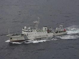 Čínská hlídková loď Chaj-ťien 46, kterou Peking vyslal ke spornému soustroví...