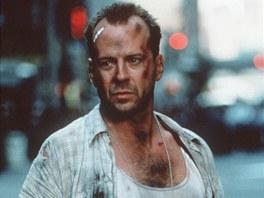 Mnozí si jej budou pamatovat navždy právě takhle: Bruce Willis v bílém tílku,