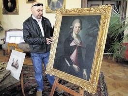 Kastelán kunínského zámku Jaroslav Zezulčík s portrétem hraběnky Marie Walburgy.