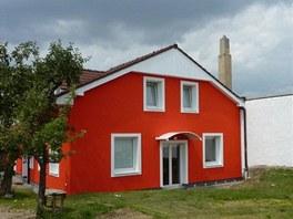 Nová zateplená fasáda dokáže dům zcela proměnit.