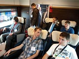 Běžní návštěvníci, odborní novináři i lidé od železnice mají pro sedadla Leo