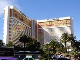 Hotel Mirage, jehož hlavní atrakcí je jezero s vulkánem.