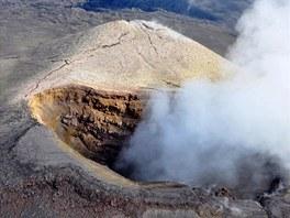 Horký kouř a sirné výpary člověka dusí.