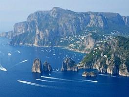 Ostrov Capri v sobotu kolem poledne