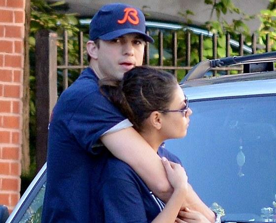 Ashton Kutcher a Mila Kunisová jsou zamilovaní.