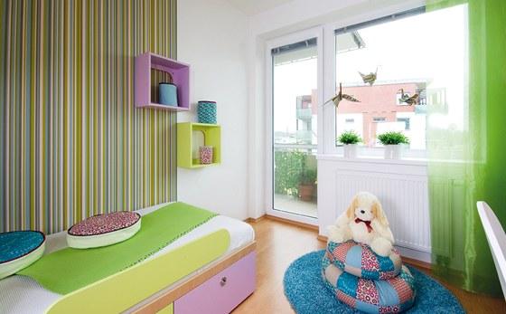 Na podlaze je dostatek prostoru pro hru. Postel skýtá i úložný prostor.