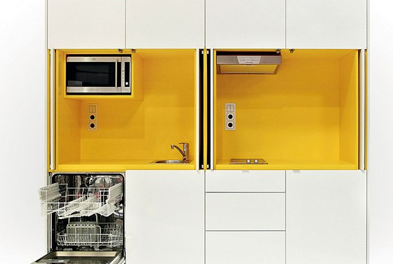 Design praktické kuchyně nejen do menších interiérů realizovala firma Indeco.