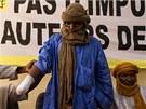 Tuareg, kterému islamisté z hnutí Ansar Dine kvůli obvinění z krádeže dobytka v