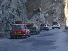 Pozor bylo ale třeba dávat i na mimoměstských silnicích plných výmolů a řidičů,