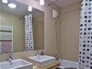 Koupelna je až na drobnosti víceméně v původním stavu od developera.