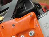 Kryt řetězky bývá u hobby pil plastový, vyšší modely bývají kovové.