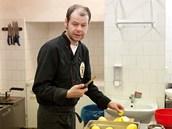 Kuchař Jirka Šimeček svým chováním dává najevo, že je mu celkem jedno, co a jak...