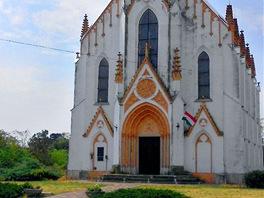 Církevní stavba ve vesnici Albertkázmérpuszta