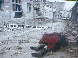 Utrpení civilistů přibližují panely sválečnými fotografiemi instalovanými u