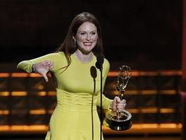 Emmy 2012 - Herečka Julianne Moore s cenou za nejlepší výkon v televizním filmu