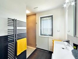 Jednoduše zařízená koupelna (tato je v patře) obstojí i při změně vkusu