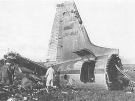 Ocas letounu Il-18 OK-WAI - jediná relativně neporušená část trosek.