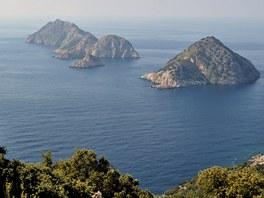 Výhled na turecké pobřeží od majáku Gelidonya jižně od Antalye