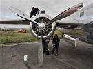 Po předváděcím letu posádka po předepsaných úkonech okamžitě začala leštit