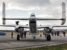 Zdvojené ocasní plochy tvoří charakteristickou siluetu B-25