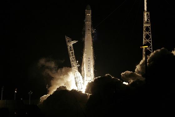 Falcon 9 se zásobami pro ISS