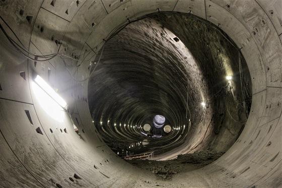 Vyústění pravého tunelu do hrubé stavby stanice Petřiny.