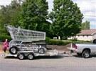 Vozík se musí převážet na přívěsu.
